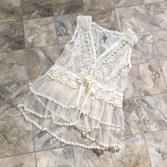 Pinky Tops - NWOT PINKY Lace Top